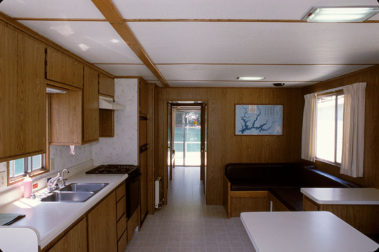 The Monarch Houseboats Shasta Lake Holiday Harbor Resort