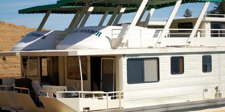 The Best Marinas To Rent A Houseboat On Shasta Lake