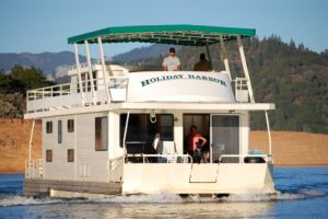 Tips for Booking a 2021 Houseboat Experience on Shasta Lake