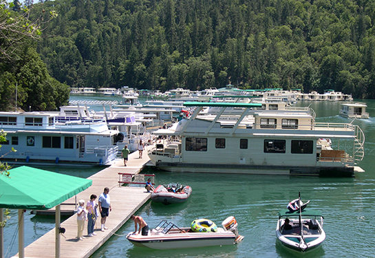 moored shasta lakes houseboats