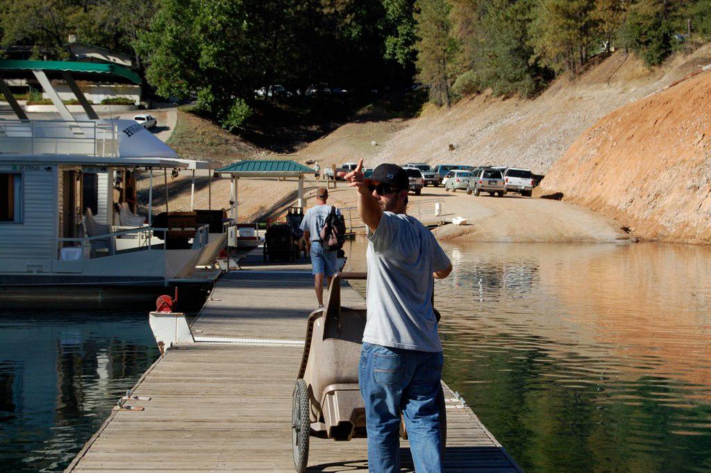 employee helps customers with houseboat rentals