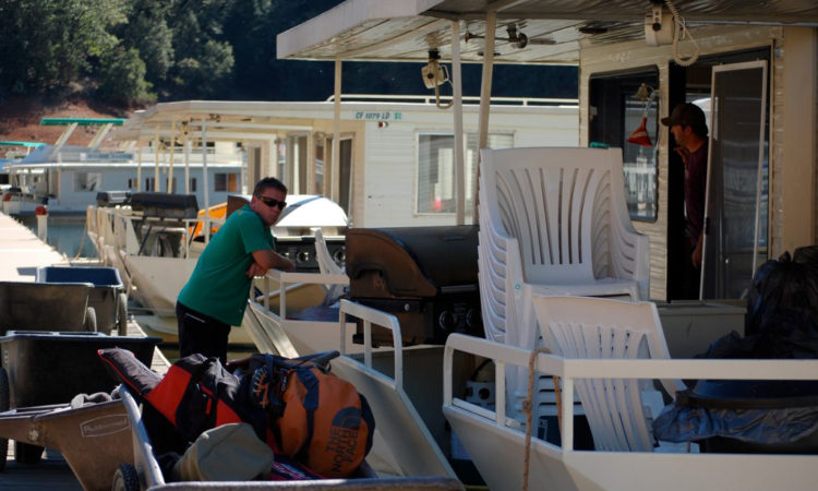 men returning houseboat rentals