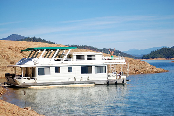 houseboats dot shasta lake