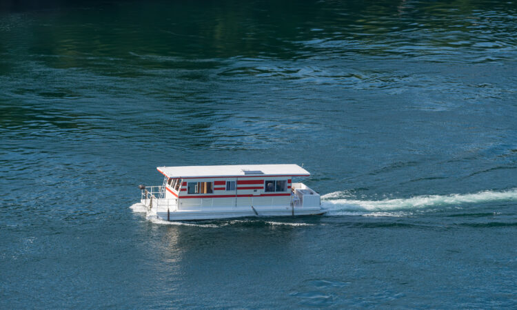 Explore Houseboat Rentals on Shasta Lake
